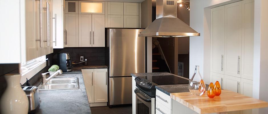 La cuisine habitations patenaude - Peinture d armoire de cuisine ...